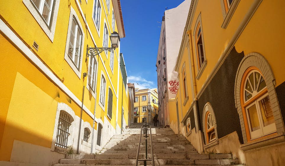 Lisbon's backstreets burst with colour at every turn © James Kay / Captured on Samsung Galaxy S7 / S7 edge