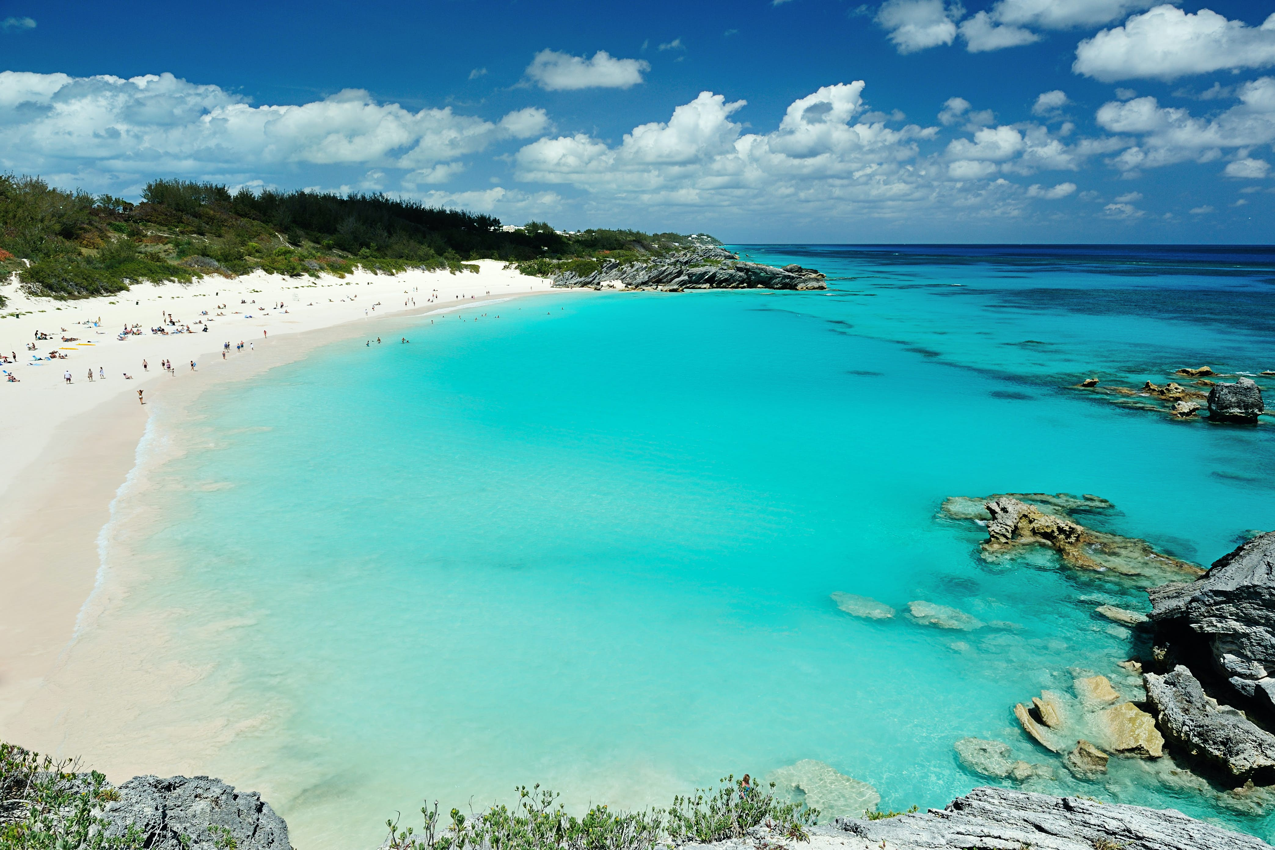 One of Bermuda's many stunning pink sand beaches © PixieMe / Shutterstock
