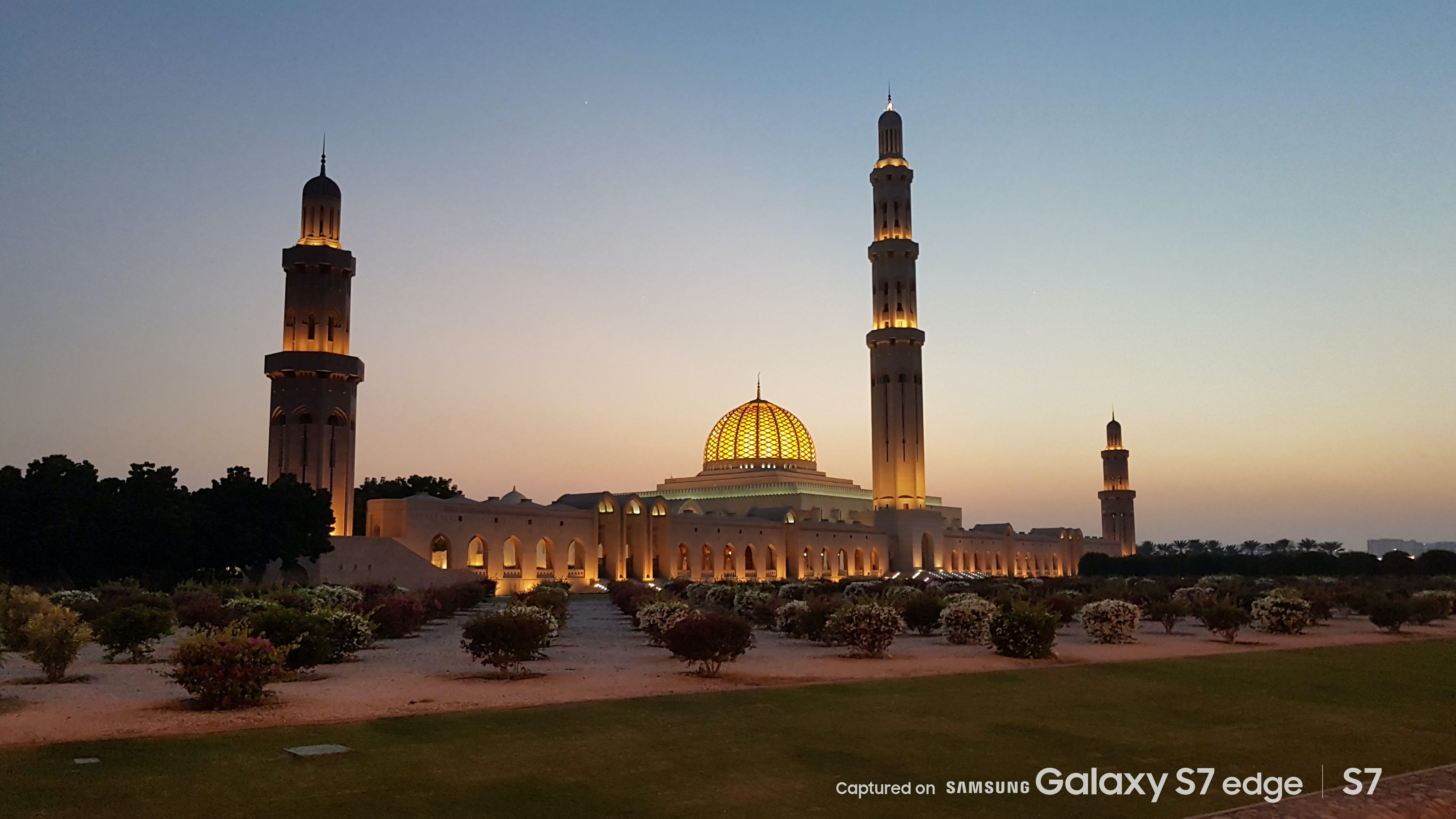 The vast Sultan Qaboos Grand Mosque in Oman's beguiling capital, Muscat © Daniel James / Captured on Samsung Galaxy S7 / S7 edge