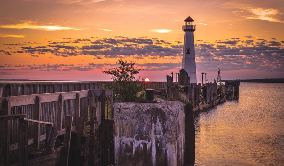 Over 40 lighthouses line the lakeshore of Michigan's Upper Peninsula © ehrlif / Getty Images
