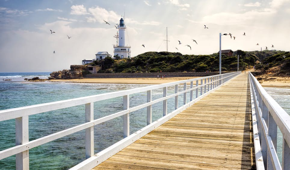 Point Lonsdale Lighthouse, a landmark in the southeast of the Bellarine Peninsula © sbostock / Getty Image
