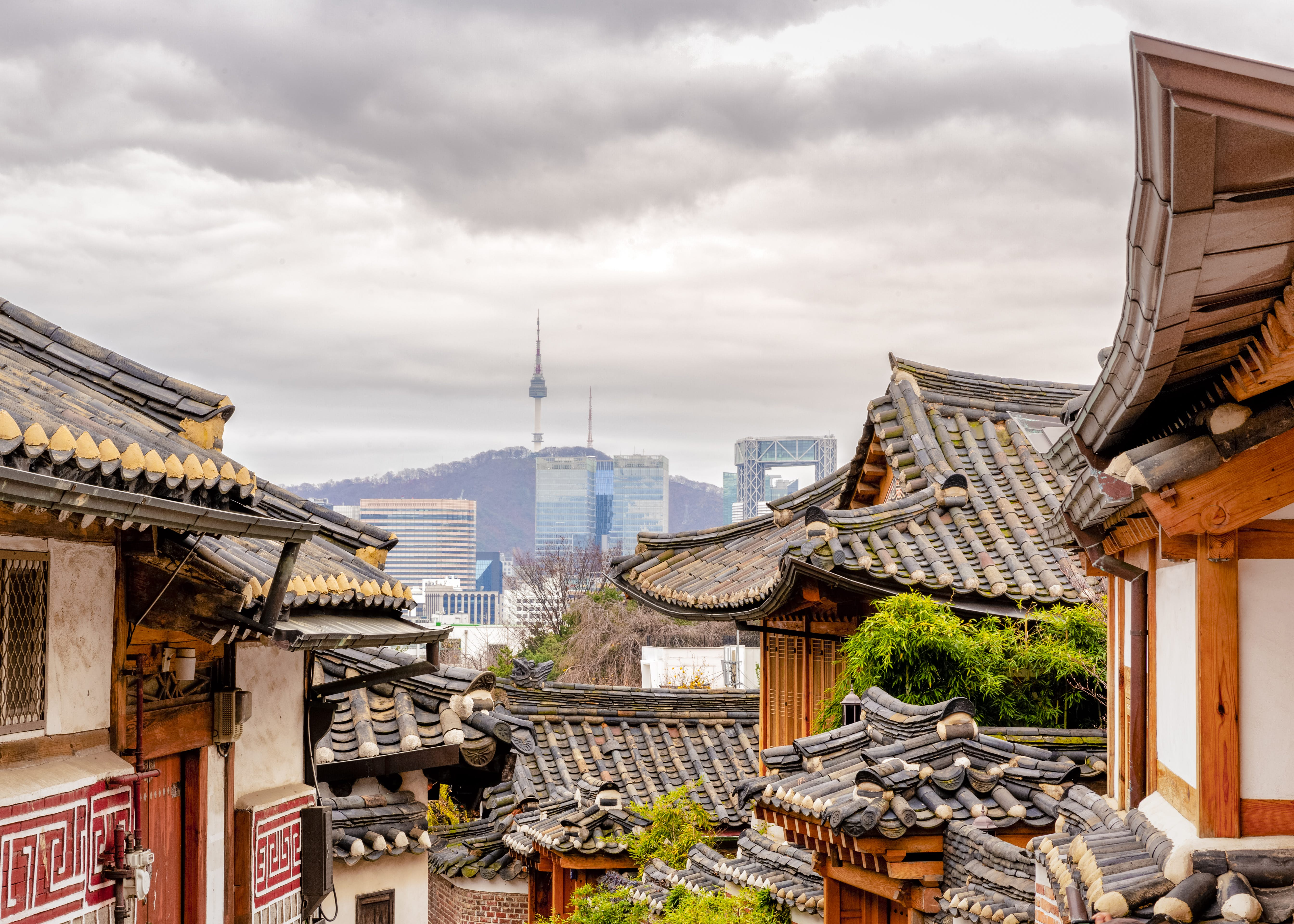 The traditional rubs up against the futuristic in South Korea's capital, Seoul © uschools / E+ / Getty Images