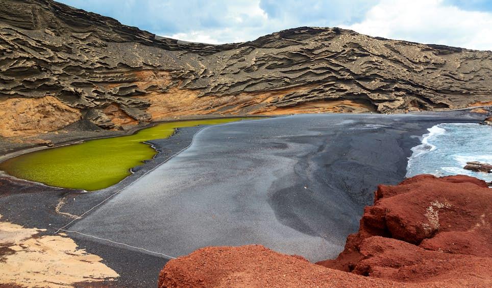 Limestone rock formations near the beach of El Golfo on Lanzarote © Fernando Tatay / Shutterstock
