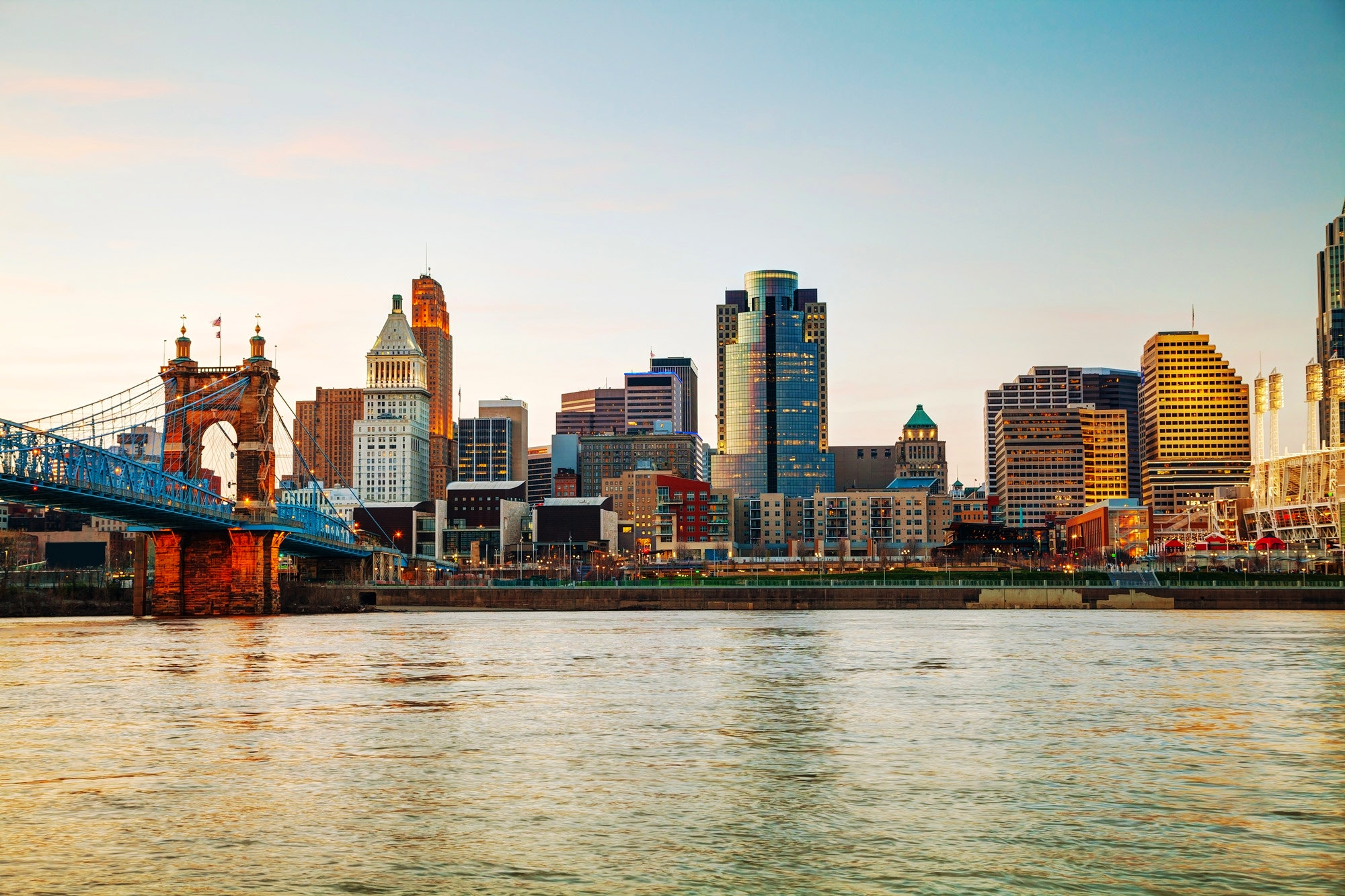 Dawn over downtown Cincinnati © photo.ua / Shutterstock