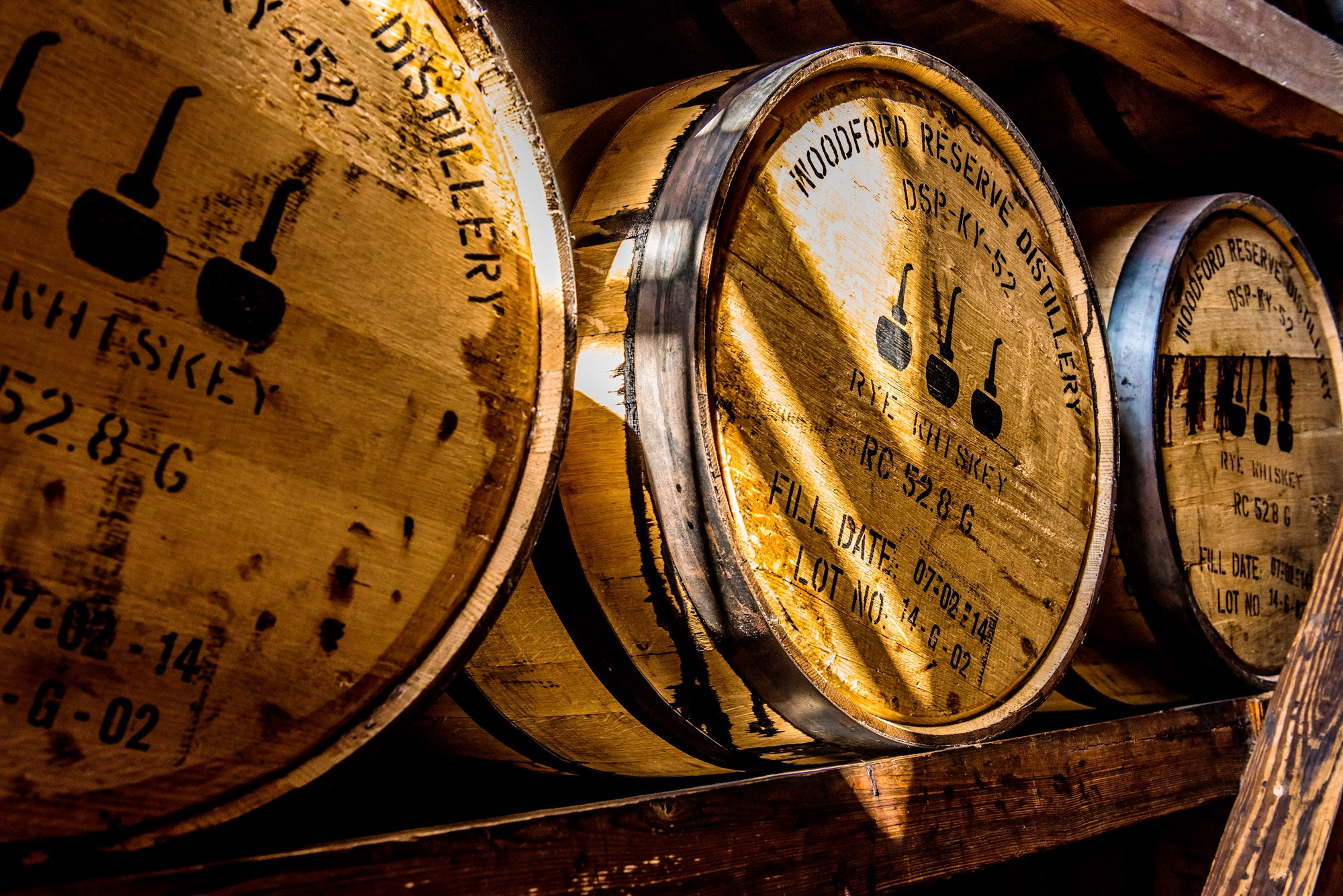Whiskey barrels at the Woodford Reserve Distillery, Kentucky © thomas carr / Shutterstock