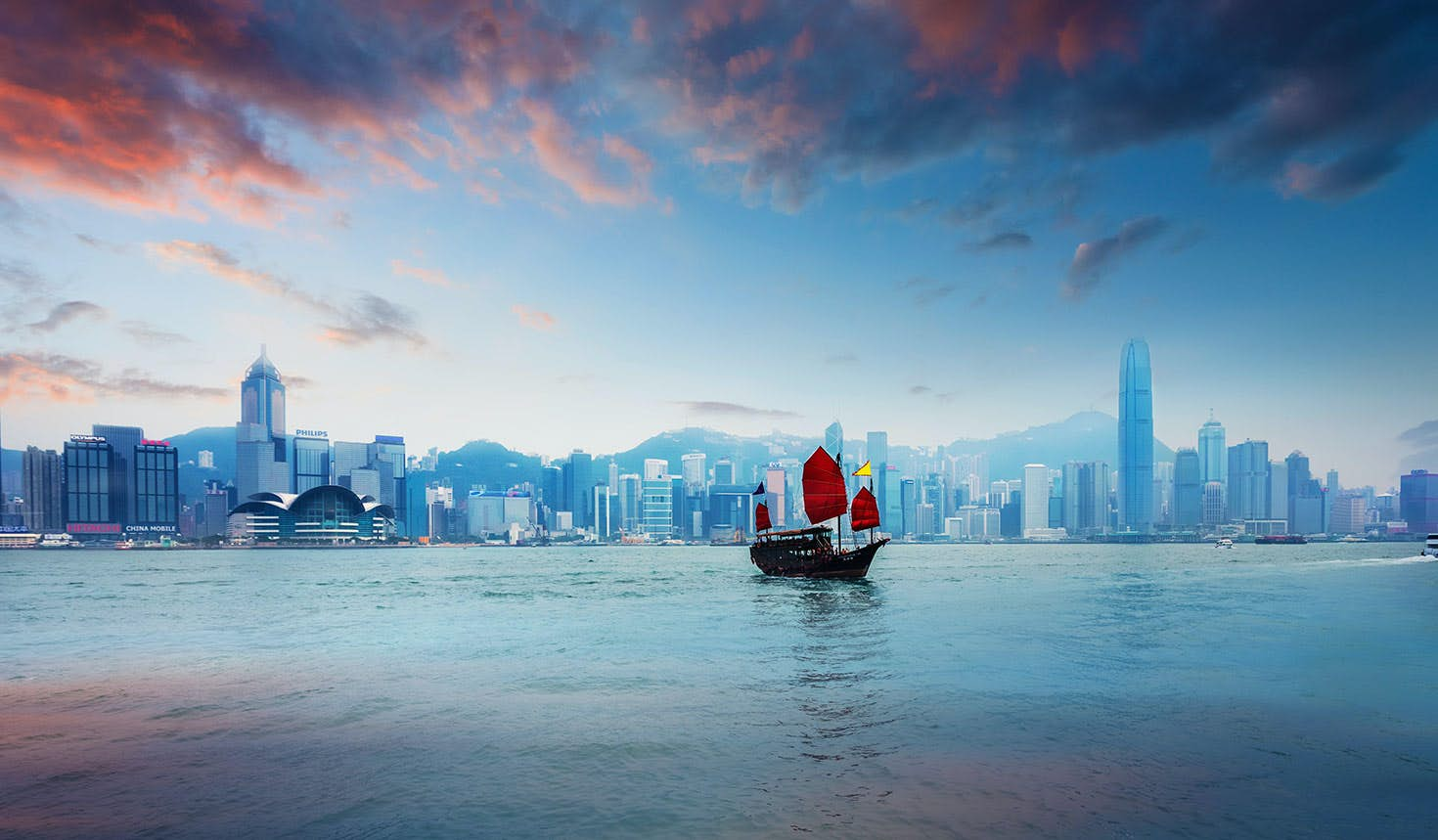 A traditional Chinese junk sailing across Victoria Harbour, Hong Kong © chinaface / Getty Images