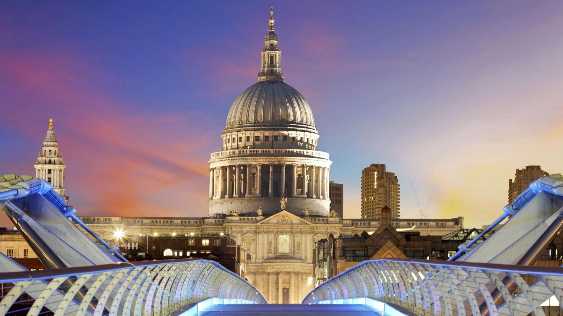 Walking London from Millennium Bridge to St Paul's ...